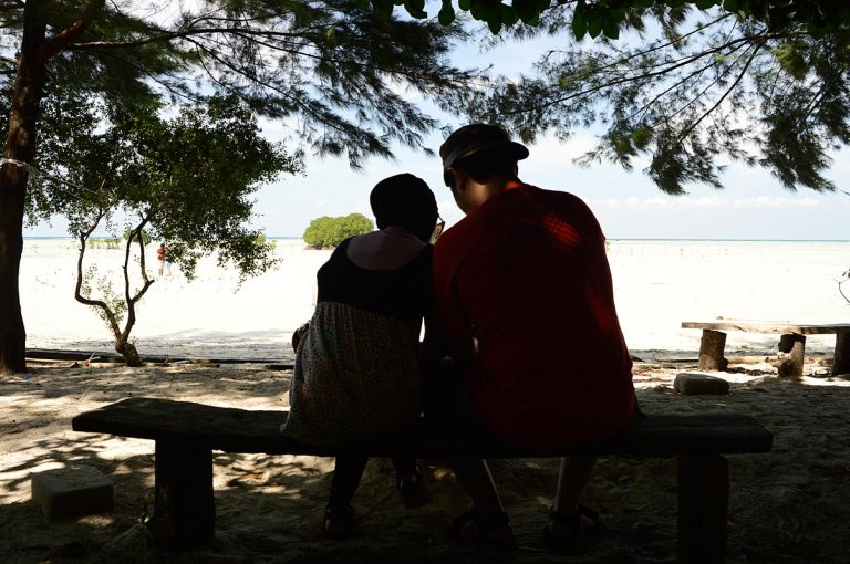 people-beach-pantai-hazy-hot-morning-sea-photo-silhouette-blue-sky-black-boat-muara-angke-pulau-seribu-thousand-island-jakarta-pagi-kapal-travel-trip-street-photography