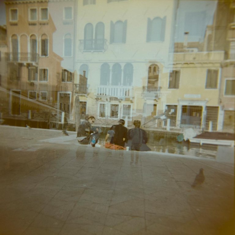 gondola-boat-water-way-venice-venesia-venezia-holga-120mm-kodak-ektacolor-dslr-scan--lightroom-photography-travel-must-see-best-traveling-lomography-lomography-9310