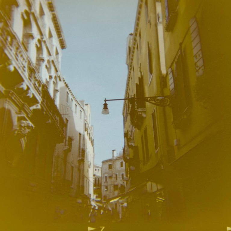 gondola-boat-water-way-venice-venesia-venezia-holga-120mm-kodak-ektacolor-dslr-scan--lightroom-photography-travel-must-see-best-traveling-lomography-lomography-9314