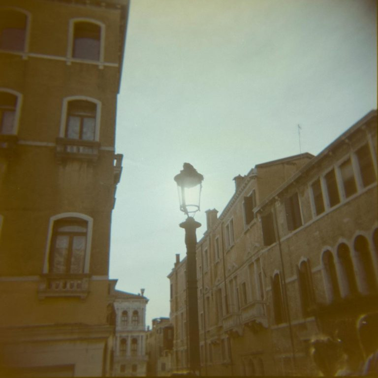 venice-venesia-venezia-holga-120mm-kodak-ektacolor-dslr-scan--lightroom-photography-travel-must-see-best-traveling-lomography-lomography-9309